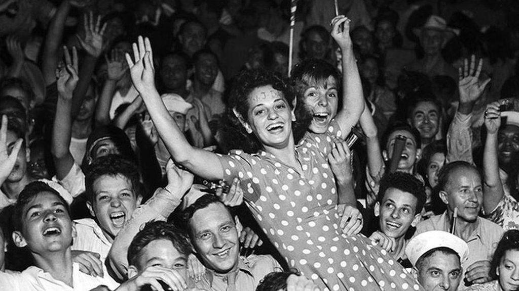 Rangkaian Foto Perayaan Kekalahan Jepang dan Berakhirnya Perang Dunia II