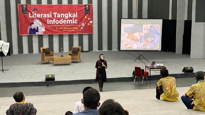 Peneliti dan pengajar di Program Vokasi UI Devie Rahmawati menggelar 'Literasi Tangkal Infodemik: Gerakan Mencari Solusi di Tengah Pandemik'. Kegiatan ini diikuti 40 peserta.
