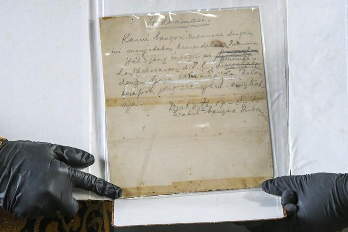 Naskah asli Teks Proklamasi akan dihadirkan pada Upacara Peringatan Detik-Detik Proklamasi Kemerdekaan RI. Upacara itu akan digelar di Istana Merdeka esok hari.