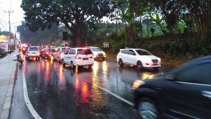 Jalan Raya Puncak Bogor macet (Foto: Sachril/detikcom)