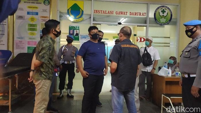 Kapolres Cianjur AKBP Moch Rifai datangi IGD RSUD Sayang cek anggotanya yang jadi korban pembacokan geng motor.