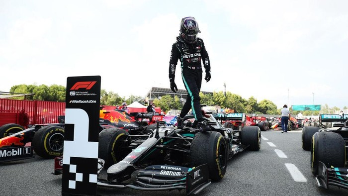 BARCELONA, SPAIN - AUGUST 16: Race winner Lewis Hamilton of Great Britain and Mercedes GP steps off his car in parc ferme during the F1 Grand Prix of Spain at Circuit de Barcelona-Catalunya on August 16, 2020 in Barcelona, Spain. (Photo by Albert Gea/Pool via Getty Images)