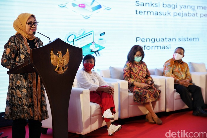 Menteri Tenaga Kerja Ida Fauziah hadiri acara diskusi terkait pekerja migran Indonesia. Sejumlah tokoh lain turut hadir dalam diskusi tersebut.