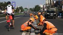 Pasukan Oranye Percantik Pembatas Jalan di Ibu Kota