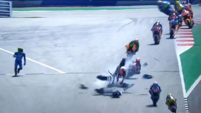 Pebalap Indonesia Terlibat Tabrakan Mengerikan di Moto2 GP Austria