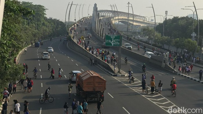 Pemandangan di flyover Summarecon Bekasi, Minggu (16/8) pagi. (Tiara AA/detikcom)