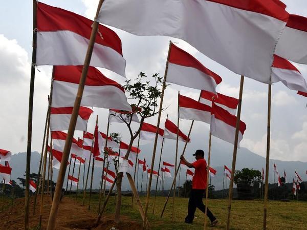 Diketahui, ribuan bendera Merah Putih dikibarkan di kawasan objek wisata Poetoek Suko yang berada di Trawas, Mojokerto, Jawa Timur.