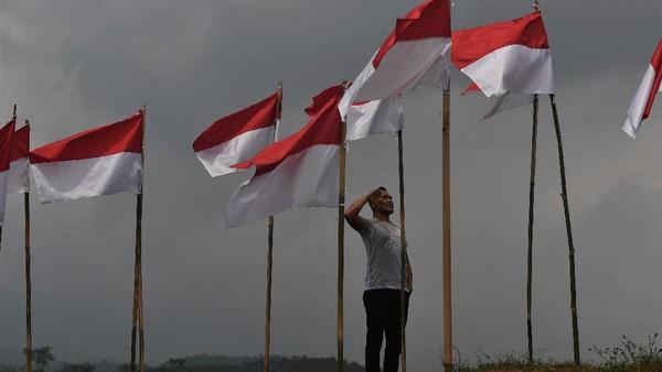 Pemasangan ribuan bendera Merah Putih tersebut menarik perhatian masyarakat yang berkunjung ke objek wisata itu. Tak sedikit yang memberi hormat ke bendera Merah Putih saat mengunjungi Poetoek Suko.