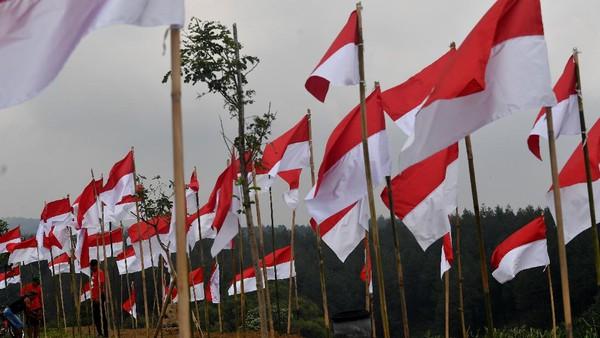 Pemasangan ribuan bendera Merah Putih di tempat wisata tersebut guna memeriahkan HUT Kemerdekaan ke-75 RI.
