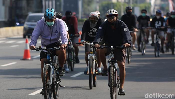 Pemprov DKI Jakarta meniadakan pelaksanaan 32 kawasan khusus pesepeda mulai hari ini. Hal itu dilakukan karena masih ada warga yang tak patuh protokol kesehatan