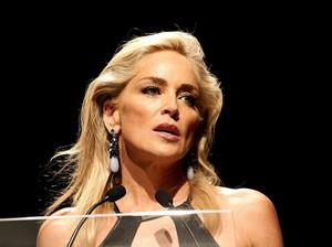 Sharon Stone Marah, Adiknya Kena COVID-19 Akibat Orang Tak Bermasker