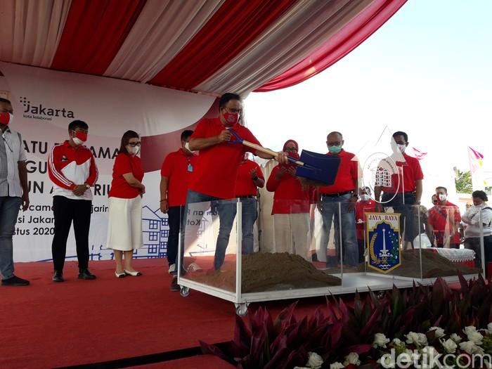 Gubernur DKI Jakarta Anies Baswedan memulai kembali pembangunan Kampung Akuarium (Muhammad Ilman Nafian/detikcom)