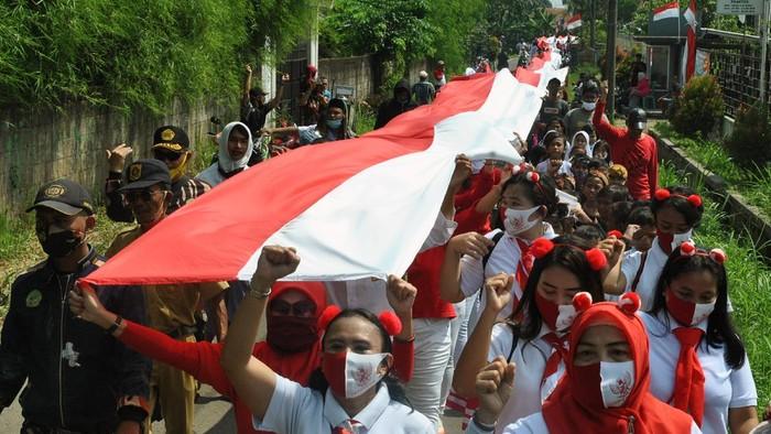 Pembentangan bendera Merah Putih terpanjang dikibarkan dengan bangga dari para warga di sejumlah tempat di Indonesia. Penasaran?