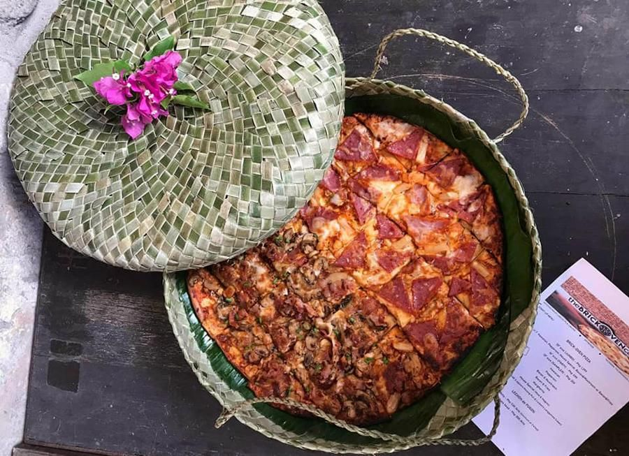 Kotak Pizza dari Anyaman Daun Pandan
