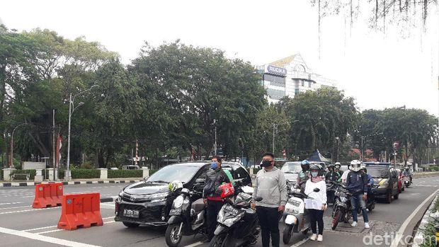 Pemotor di Tugu Tani sikap sempurna pada pukul 10.17 WIB (Ilman/detikcom)