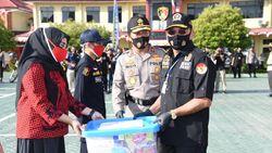 Polda Kalsel Bagikan 1 Juta Masker ke Warga di Peringatan HUT RI