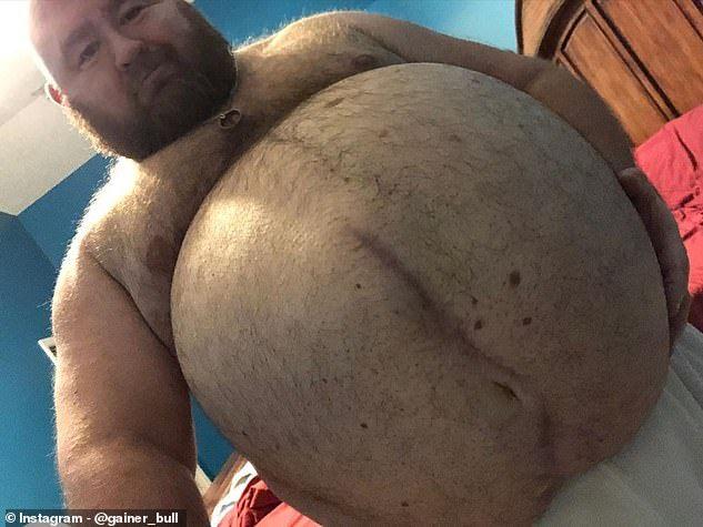 Pria Ini Makan Banyak untuk Tujuan Erotis