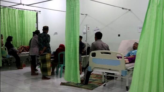 Puluhan warga tersambar petir di Kabupaten Lebak.