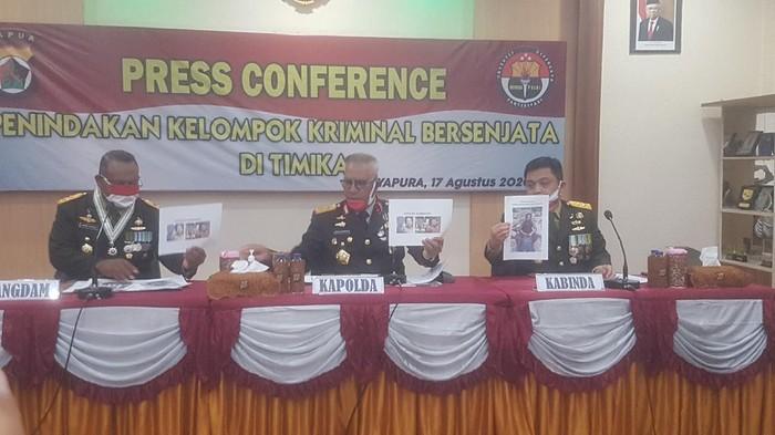 Sederet Barang Bukti dari Pimpinan KKB Papua Hengky Wanmang: Uang-Senpi