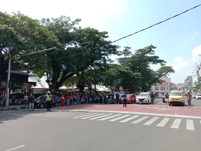 Suasana di Simpang Lapangan Merdeka saat detik-detik proklamasi HUT RI ke-75