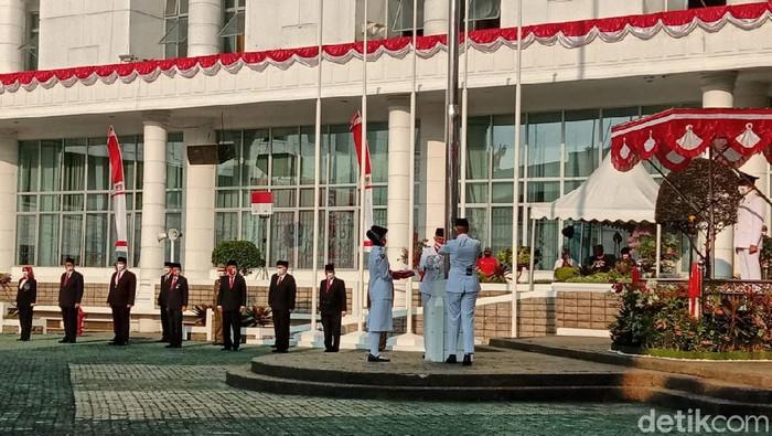 Suasana upacara HUT ke-75 RI di kantor Gubsu, Medan (Ahmad Arfah Fansuri/detikcom)