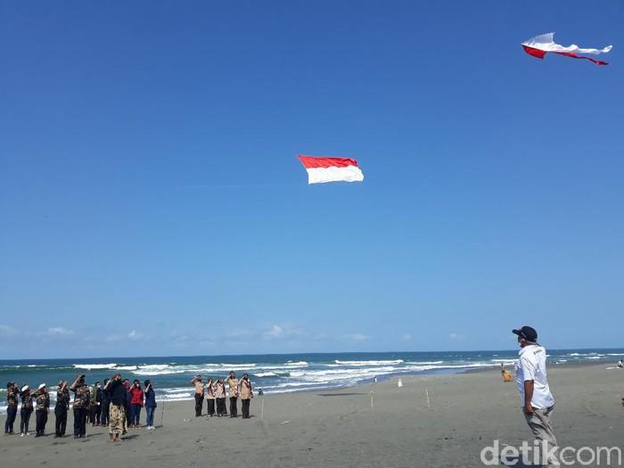 Upacara bendera di Pantai Parangkusumo, 17 Agustus 2020