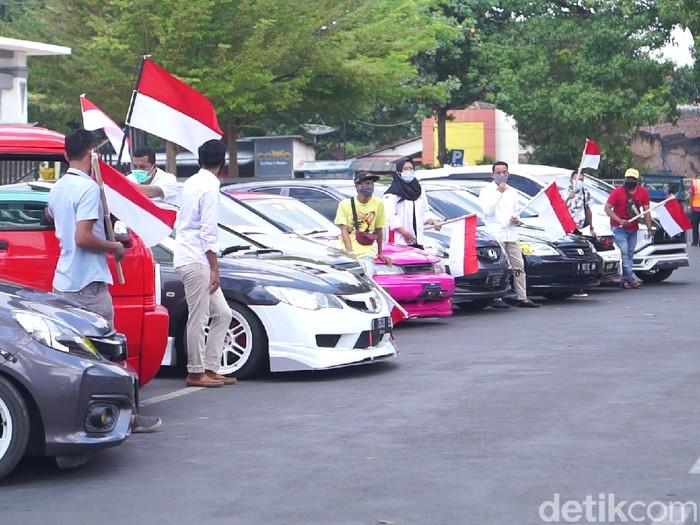 Upacara Bendera Komunitas Mobil