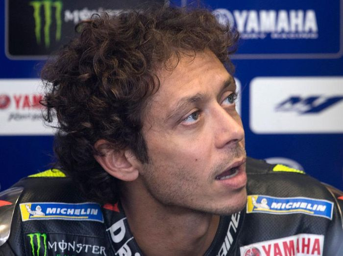 SPIELBERG, AUSTRIA - AUGUST 14:  Valentino Rossi of Italy and Monster Energy Yamaha MotoGP Team speaks  in box during the MotoGP Of Austria - Free Practice at Red Bull Ring on August 14, 2020 in Spielberg, Austria. (Photo by Mirco Lazzari gp/Getty Images)