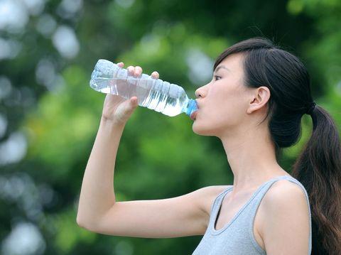 7 Efek Buruk Kurang Minum Air