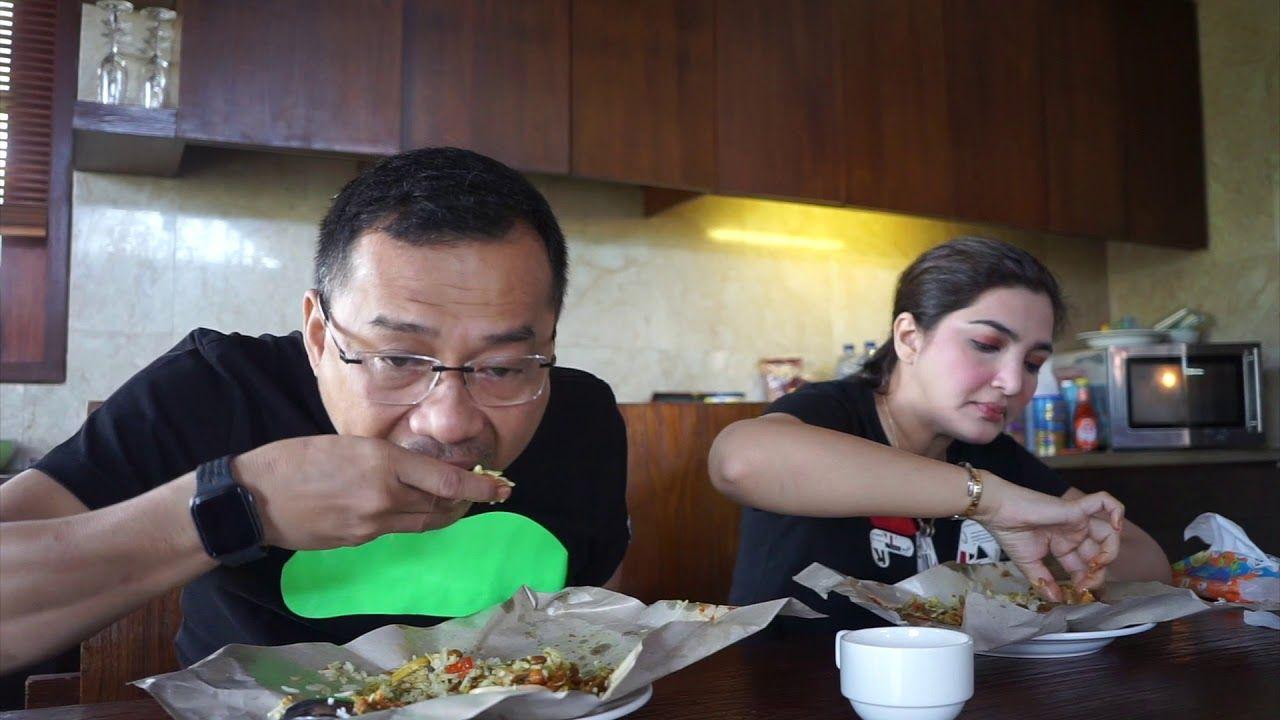 Artis tanah air yang doyan makan nasi bungkus