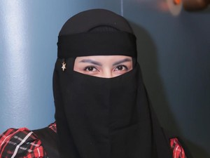 Cerita Hijrah Five Vi: Dulu Seksi Kini Pakai Hijab Cadar