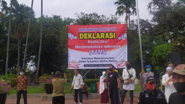 Sejumlah tokoh berkumpul di Tugu Proklamasi, Jakarta, untuk mendeklarasikan Koalisi Aksi Meyelamatkan Indonesia (KAMI).
