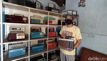 Jadul! Menengok Koleksi Radio Transistor Warna-warni di Magelang