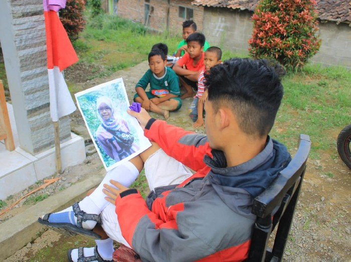 Lomba menatap foto mantan terlama