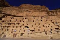 Kelima ada Desa Manazan, Turki. Ternyata, Turki tidak hanya memiliki Cappadocia sebagai kota yang berdiri di tebing batu. Masih ada Desa Manazan di Kota Taskale, Karaman. Desa ini terpahat dan tertata rapi di tebing batu Lembah Yesildere. Istimewa/imturkey