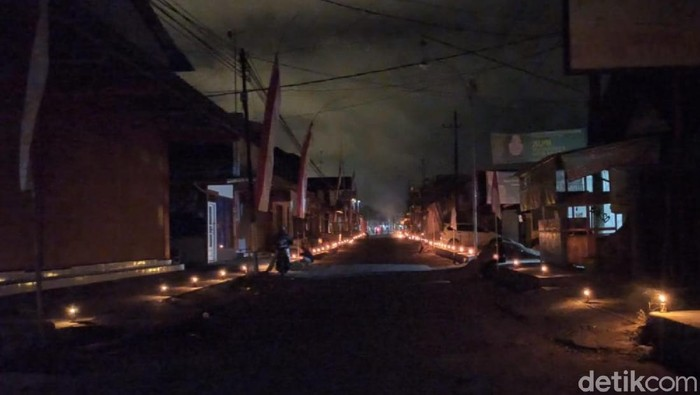 Peringati Kemerdekaan RI, Desa di Banyuwangi Nyalakan 7.500 Lampu Minyak
