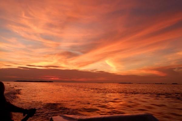 Pulau Pramuka di Kepulauan Seribu memang selalu menawan hati. Pantai cantik dan senja yang menggoda membuat pulau ini ramai wisatawan.(Gema Bayu/dtravelers)