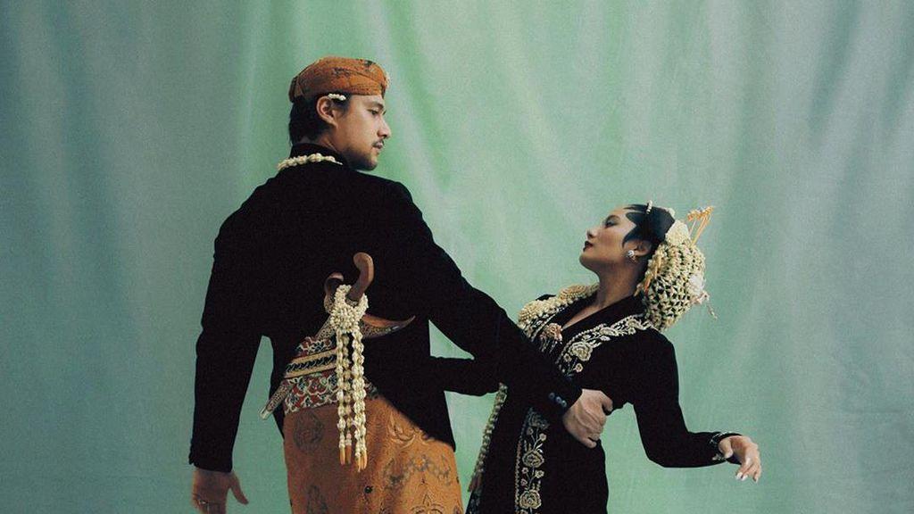 9 Gaya Mesra Tara Basro dan Daniel Adnan Jadi Pengantin Lampung dan Jawa