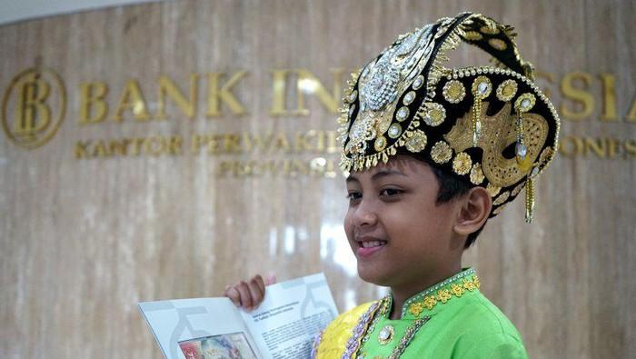 Aditya, anak berbaju adat Gorontalo di uang Rp 75 ribu (Antara)