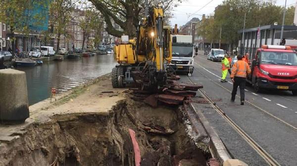 Secara umur, struktur fondasi yang menopang kanal Amsterdam disebut telah berumur 500 tahun. Sudah waktunya diadakan revitalisasi kembali (Gemeente Amsterdam)