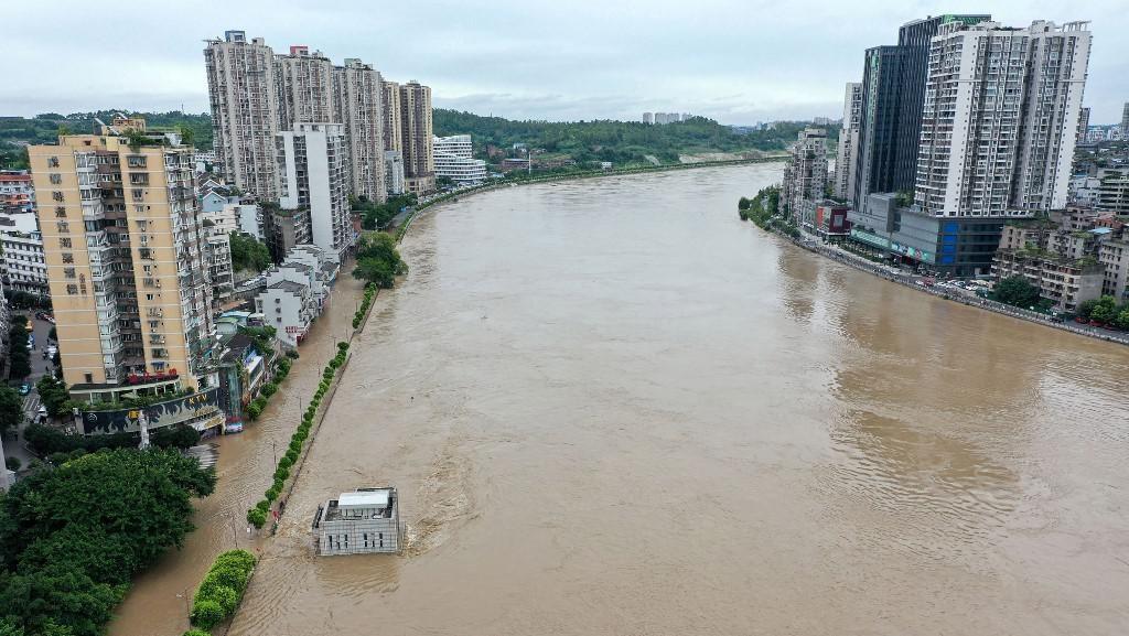 Banjir Besar Melanda China Akibat Air di Bendungan Besar Melimpah