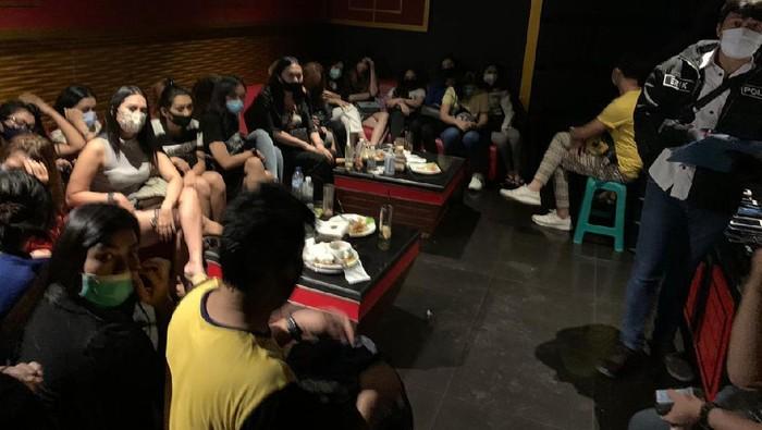 Bareskrim menggrebek Venesia BSD Karaoke Executive yang mempekerjakan 47 pemandu lagu