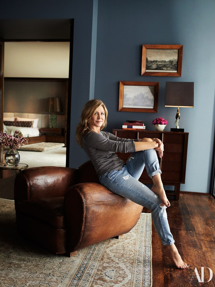 Jennifer Aniston menggunakan rumah mewahnya untuk acara pemotretan sebuah iklan. Rumah mewah ini diperoleh Jennifer pada 2011.