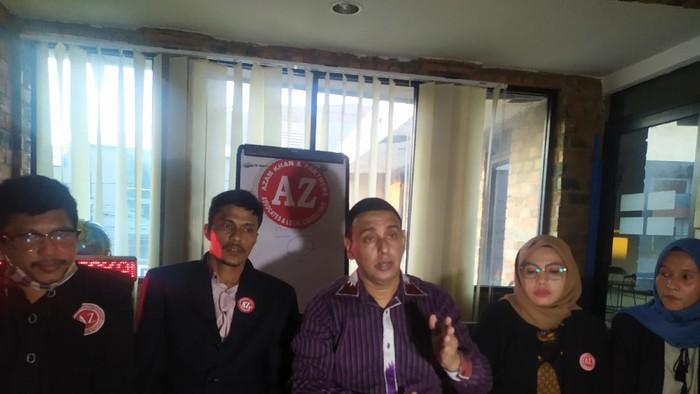 Kuasa hukum keluarga korban pembunuhan ABG Slenderman,  Azam Khan.