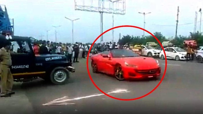 Mobil Ferrari disita