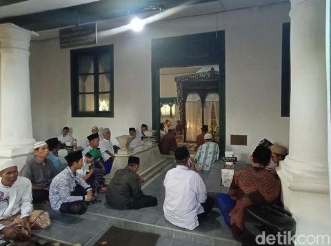 Peringatan malam Suro dan Haul 1 Muharam Kanjeng Kiai Raden Adipati Aryo Tjondronegara III, Kudus, Rabu (19/8/2020).