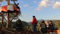 Sejak dibuka pada tahun 2018,puncak Baro-baro menjadi salah satu spot wisata alternatif bagi traveler. Pada saat hari libur, total pengunjungnya pun bisa mencapai ratusan orang, bahkan banyak di antara mereka yang bermalam dengan memasang tenda.