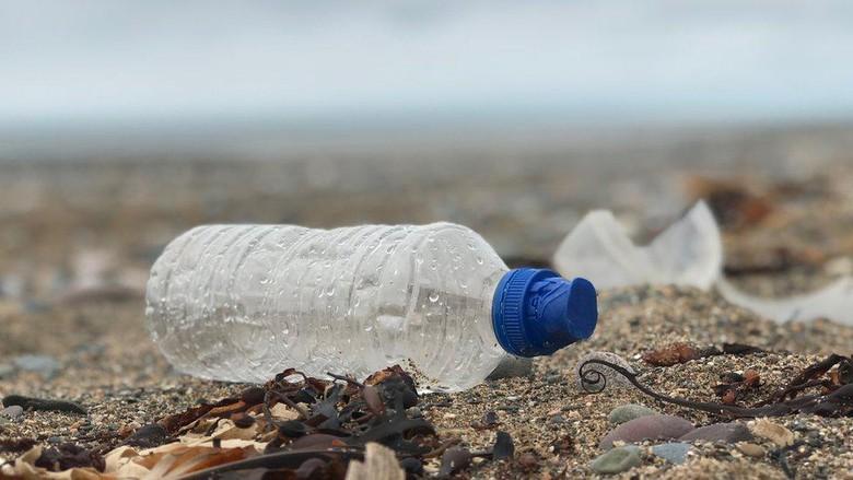 Serpihan mikroplastik di Samudera Atlantik beratnya bisa 21 juta ton