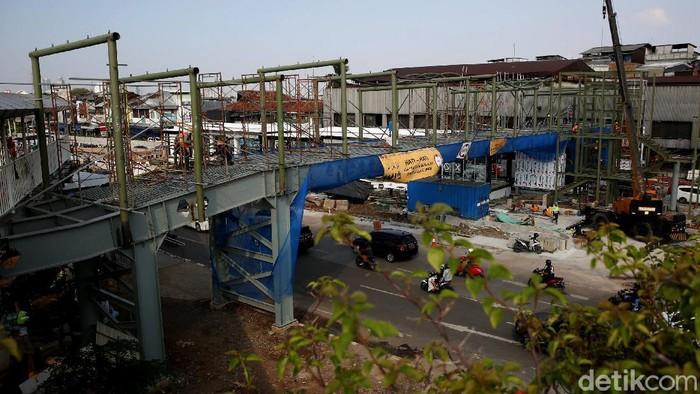 Pembangunan halte TransJakarta Pasar Senen, Jakarta, terus dikebut. Rencana, proyek ini bakal rampung pada akhir tahun 2020.