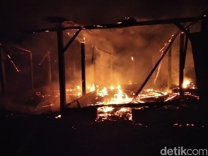 tiga rumah di tulungagung terbakar